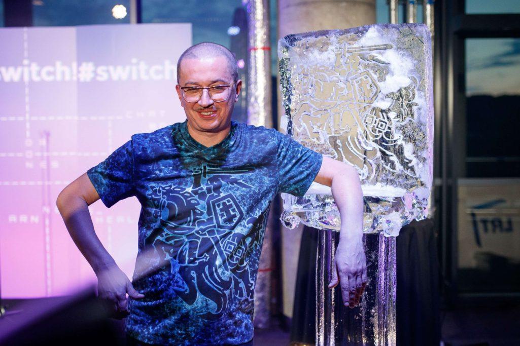Kuriant naujus marškinėlius Aleksandrui Pogrebnojui prireikė ledo ir 3D spausdintuvo